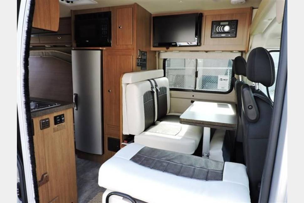 2015 Winnebago Travato 59 G *Medford - 2015 Winnebago Travato - drives like a van! 2 sleeping areas
