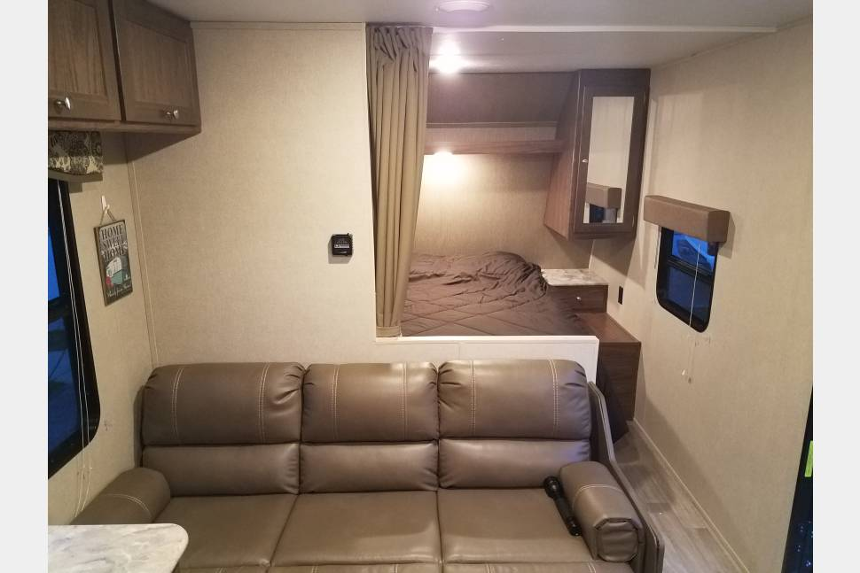 2017 Coleman Lantern - Brand new travel trailer sleeps eight and is under 4700lbs dry!