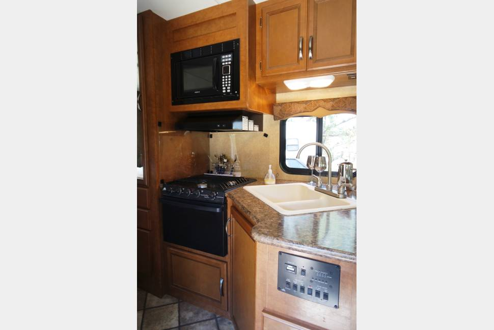 2015 Thor Four Winds 26A - Bill & Dawn's Home Away RV in Atascadero, CA