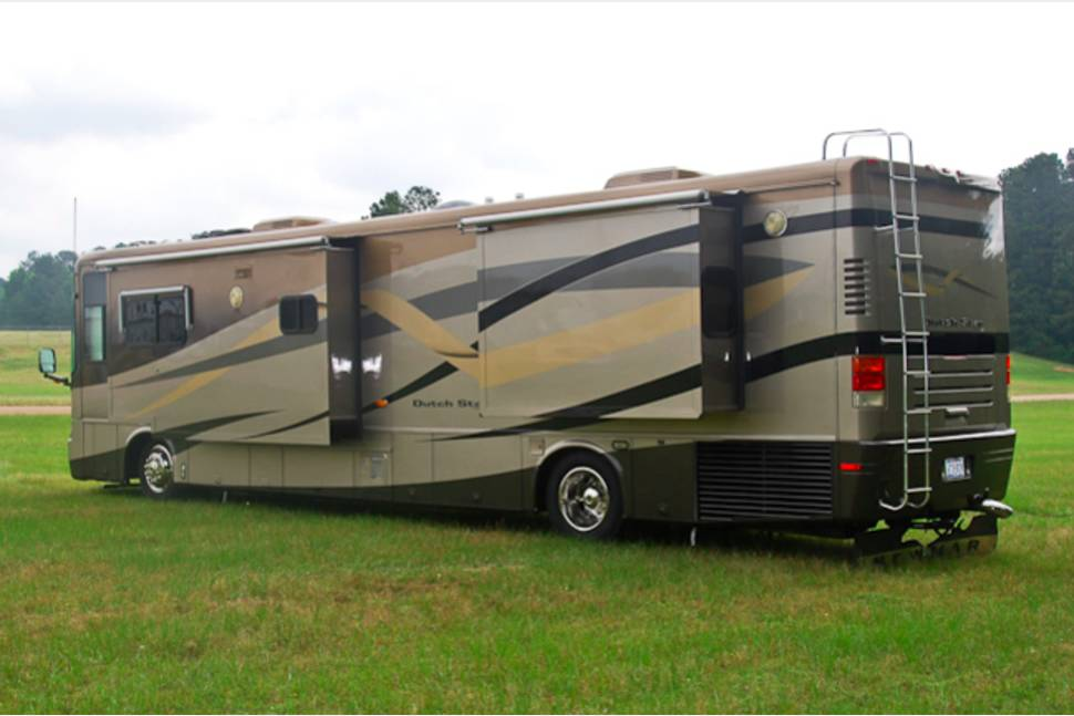 2004 Newmar Dutch Star - Perfect for your next weekend getaway.