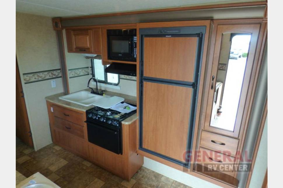 2012 Surveyor Sport 24 - Travel Trailer with Everything You Need