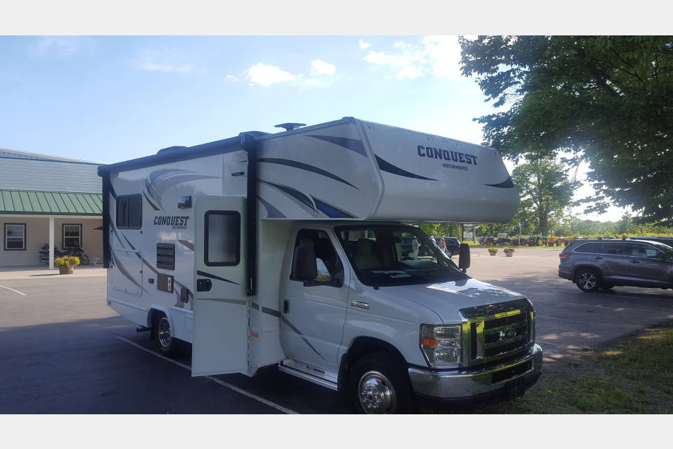2017 Gulfstream (Sleeps 6) - New RV for $199 per night ($0.99/mile after daily 100 free miles). Minimum 4 nights. Book online instantly (free 24 hour cancellation), text owner at 847-372-7185 for immediate response.