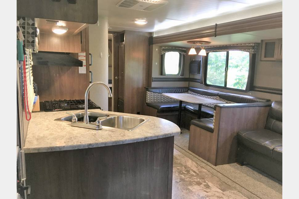 2017 Heartland Pioneer QB300 - Spacious Luxury! (Delivery Available)