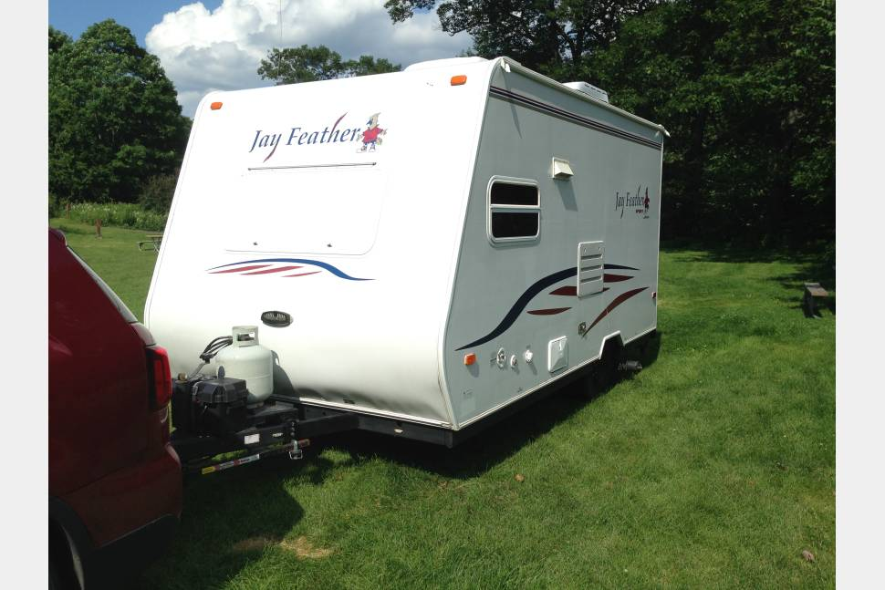 2007 Jayco - Jay Feather Ultra-light - Jayco Jay Feather Sport Ultralite. Easily towed with small PU, SUV or Minivan. Delivery & setup available.
