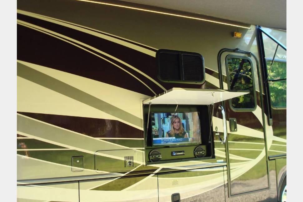 2015 Fleetwood Bounder - Luxury 2015 Fleetwood Bounder
