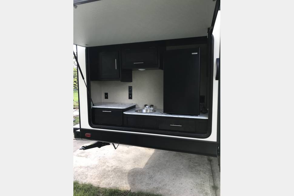 2017 Dutchmen - 33 foot brand new travel trailer