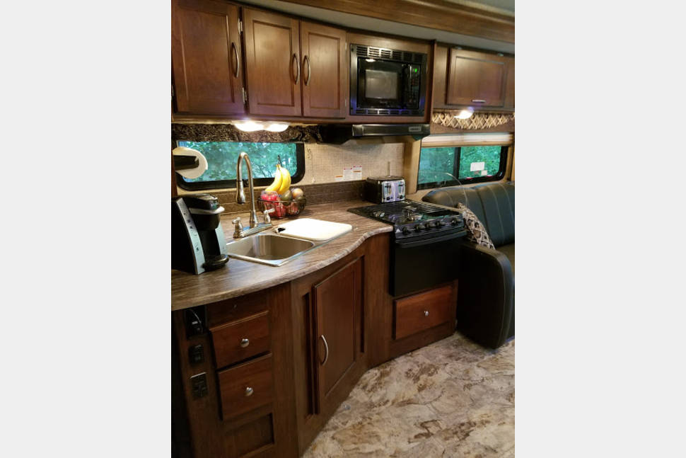 2016 Coachmen Pursuit Bunkhouse - Immaculate Hassle Free Coach with a Bunkhouse for the Kids!