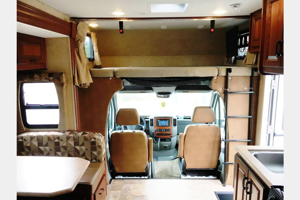 2013 Forest River Solera 24S - Beautiful Class C V6 Diesel - Easy & Fun to Drive!