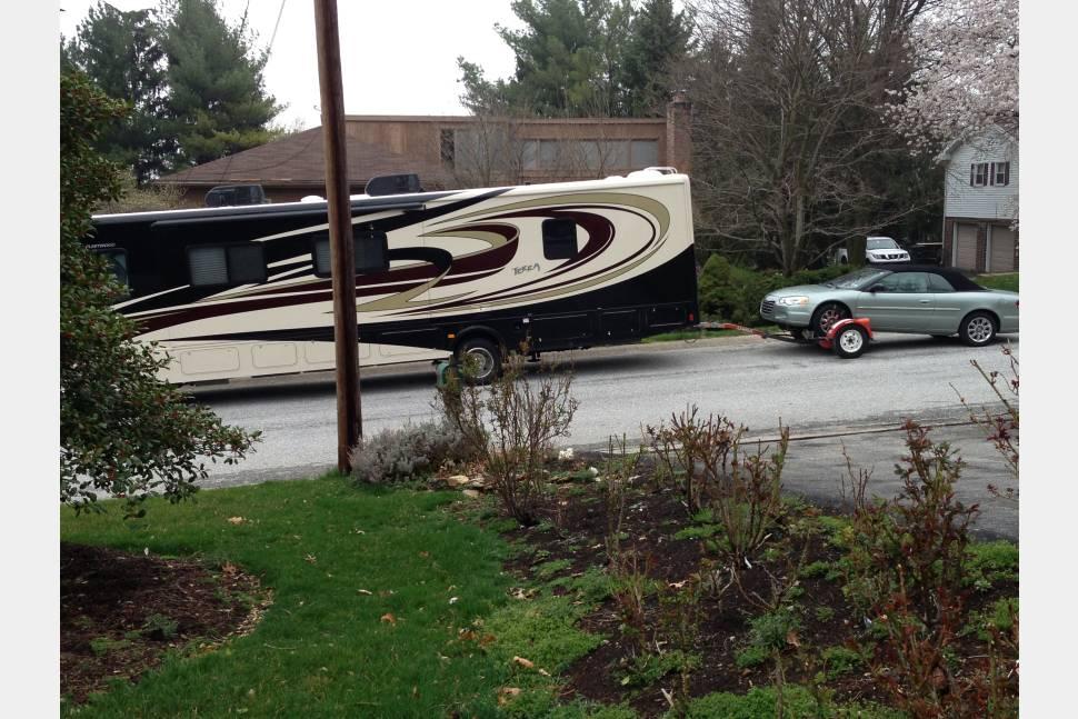 2013 Fleetwood Terra 35K - The Ultimate Family Motor Home. Lots of fun