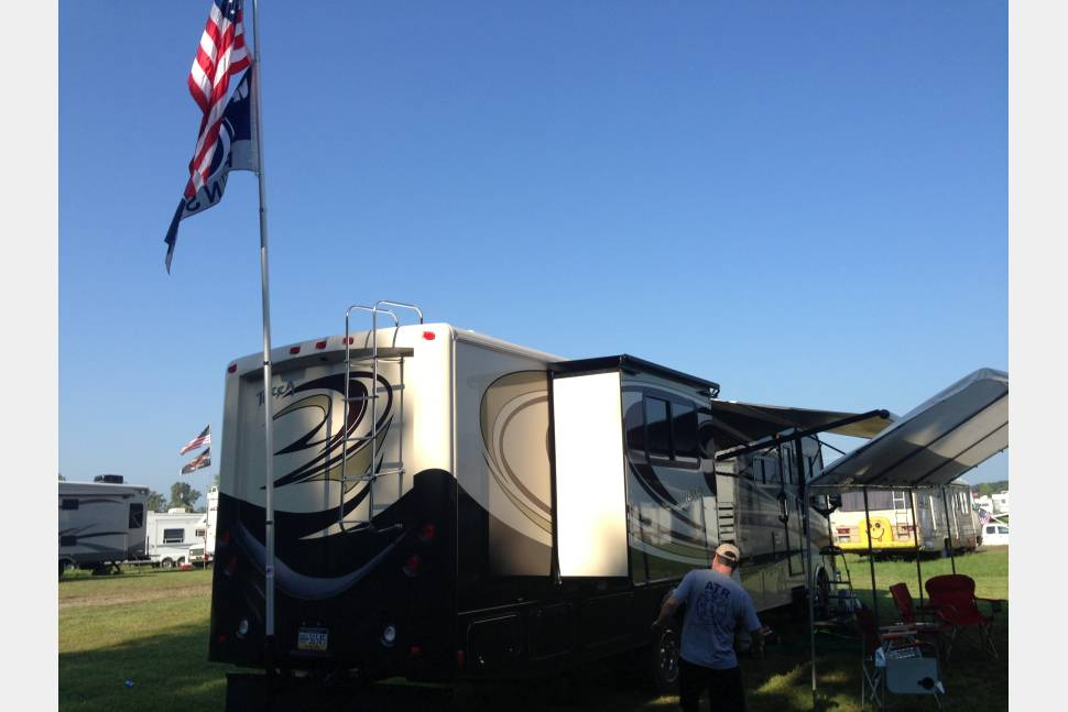 2013 Fleetwood Terra 35K - The Ultimate Family Motor Home. Lots of fun