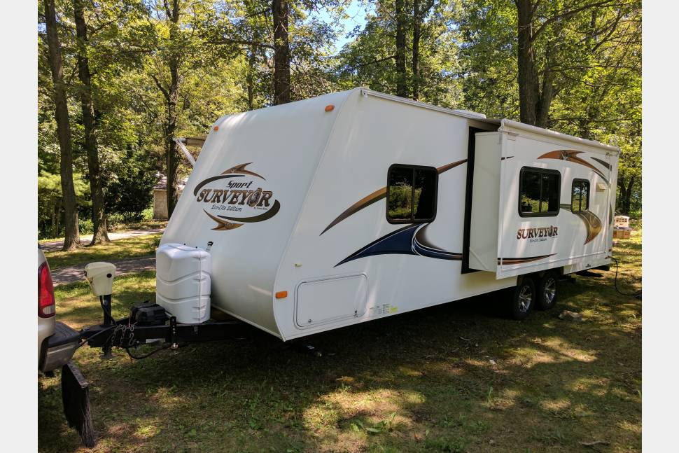 2011 Forest River Surveyor Sport Eco-Lite Edition Delivery To Your Campsite! Long Term Rental Deals! Inquire Today! - Forest River Surveyor Great deals available! We offer delivery and set-up as well! More days equals bigger discounts! Message or call today! We'd love to earn your business!  I