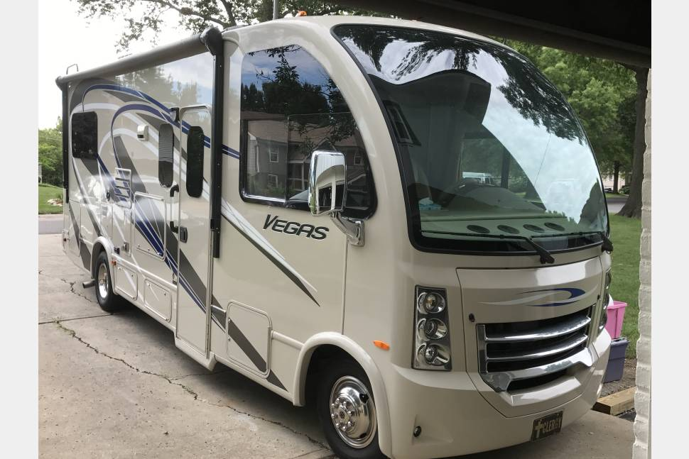 2015 Thor Vegas - This wonderful easy to drive 24' makes life easy for a couple to small family