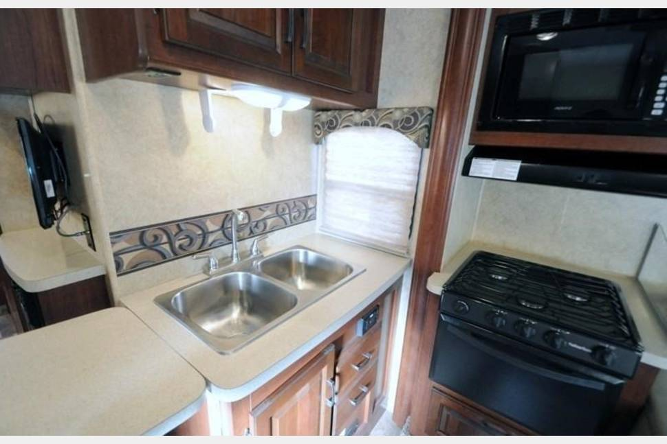 2014 Forest River Sunseeker 3170DS - FAMILY VACATIONS HAVE NEVER BEEN BETTER! 2014 Forest River Sunseeker 3170DS