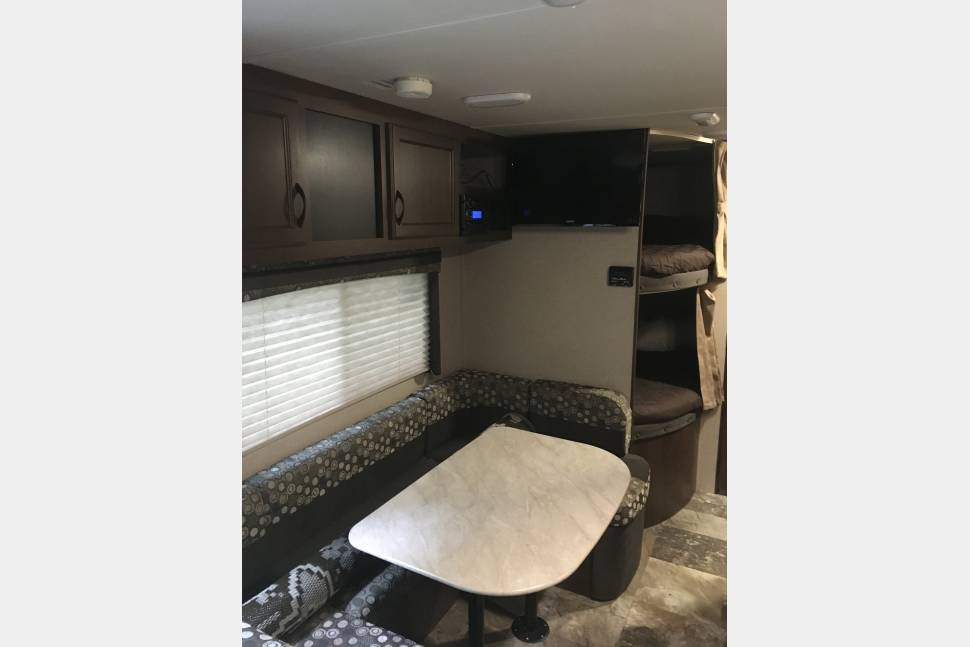 2015 Jayco Flight - 23MB Camper,  equipped with electric brakes