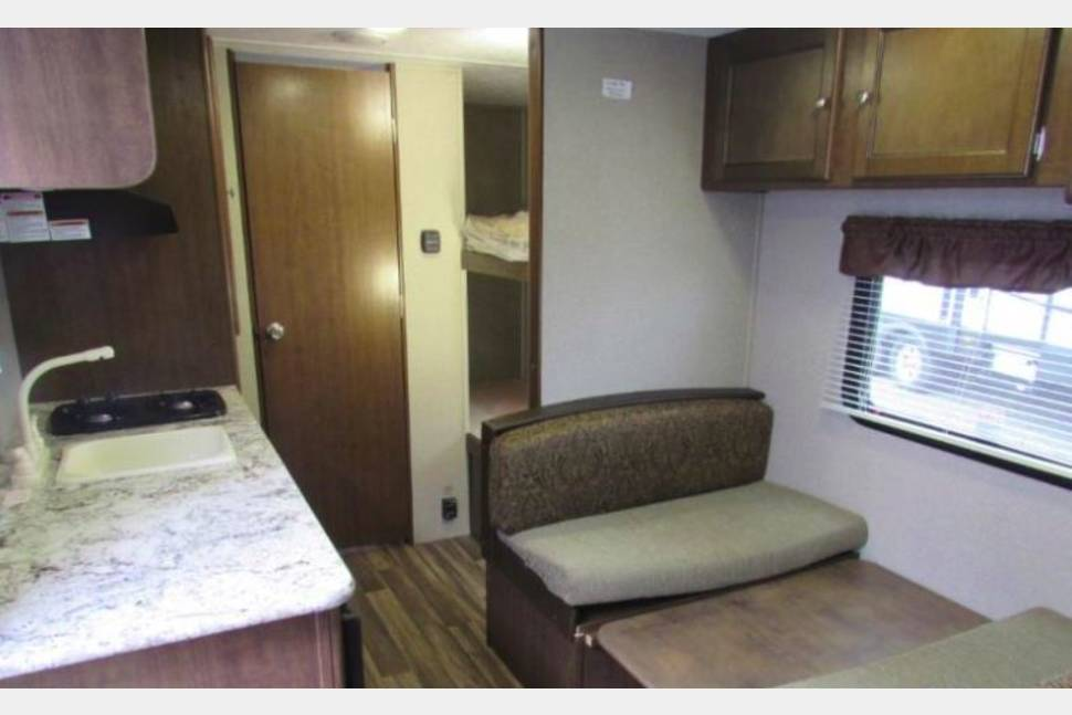 2018 Keystone Hideout 175LHS - Family Fun & Light Tow - 2018, 22', Sleeps 5, 3,300 .lbs (dry)