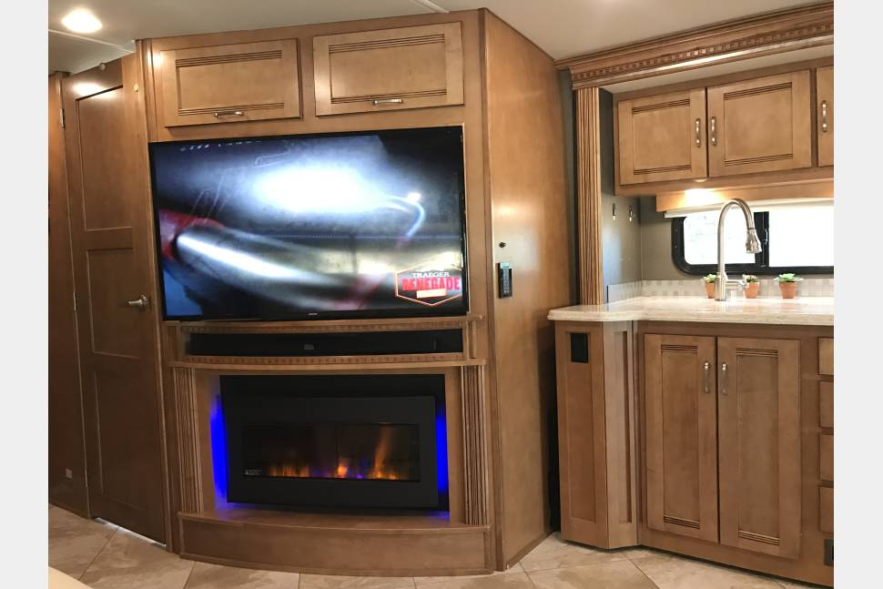 2017 Winnebago - Forza - Bunkhouse - New and Clean - Family, Friends and Fun with Convenience, Comfort, and Style