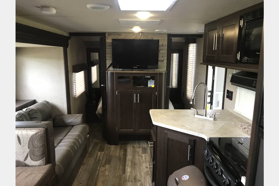 2017 Patriot 26dbh - Family Fun Unit!
