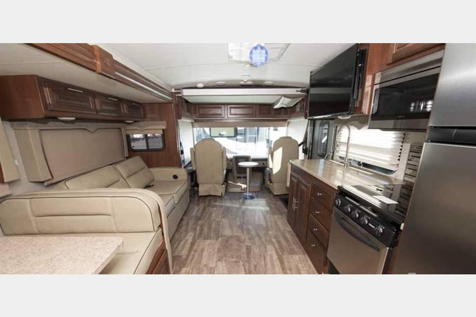 2018 Forest River Georgetown 5 Series 36B5 - *UNLIMITED MILES AND GENERATOR USE* 2018 Forest River Georgetown 5 Series 36B5 Brand New