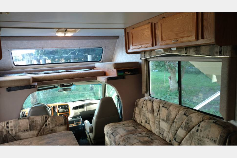 2001 Gulf Yellowstone Sport - Lake Crystal, MN - Affordable Camping with a 30' Class C Motorhome - Lake Crystal, MN