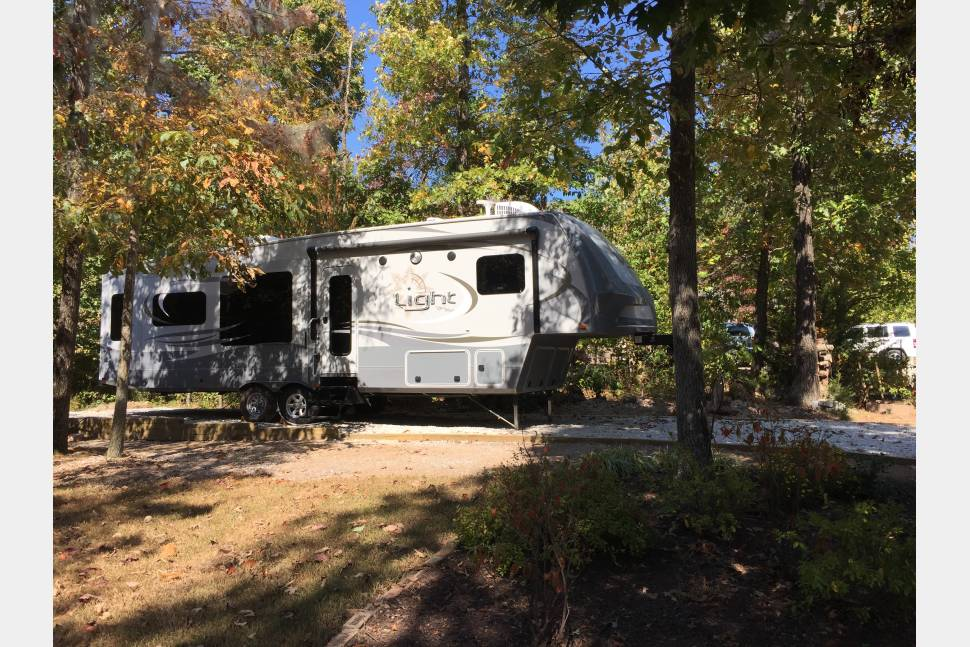 2015 Open Range Light 319RLS - Getaway in the Ozarks