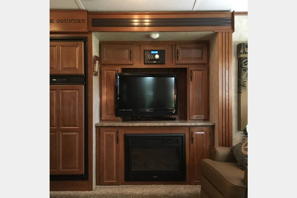 2013 Keystone Cougar High Country - The Happy Camper--Fully Stocked, Delivery Available