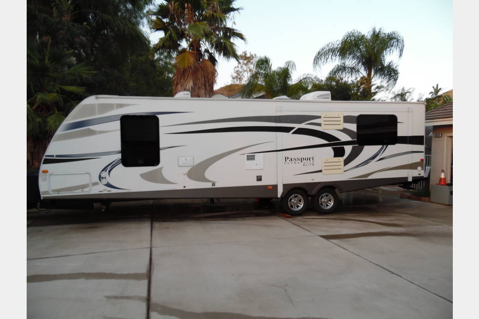 2014 Keystone Passport 31RE Ultra Light Elite - Getaway In Style and Comfort With a Living Room Double Slide Out