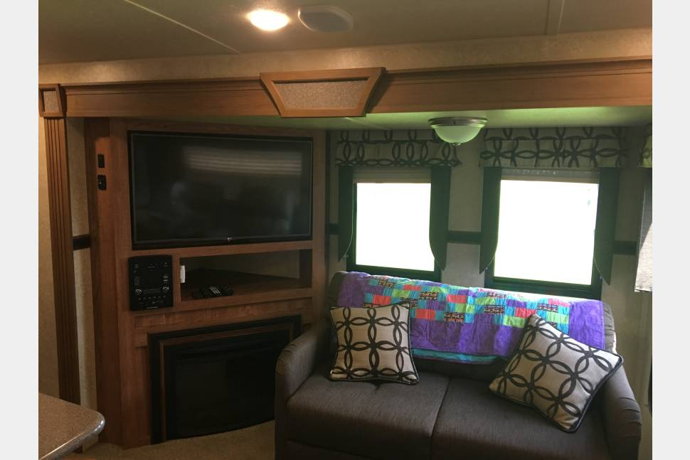 2016 Flagstaff Classic Super Lite 832 IKBS - Free Delivery - Perfect Couples Get Away - Space and Luxury all in one.