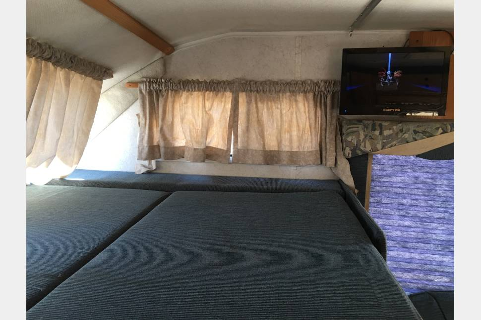 2000 Gulfstream Conquest Classic - maRVin - Sleeps 6 tall/real people comfortably + 4 kids/short people