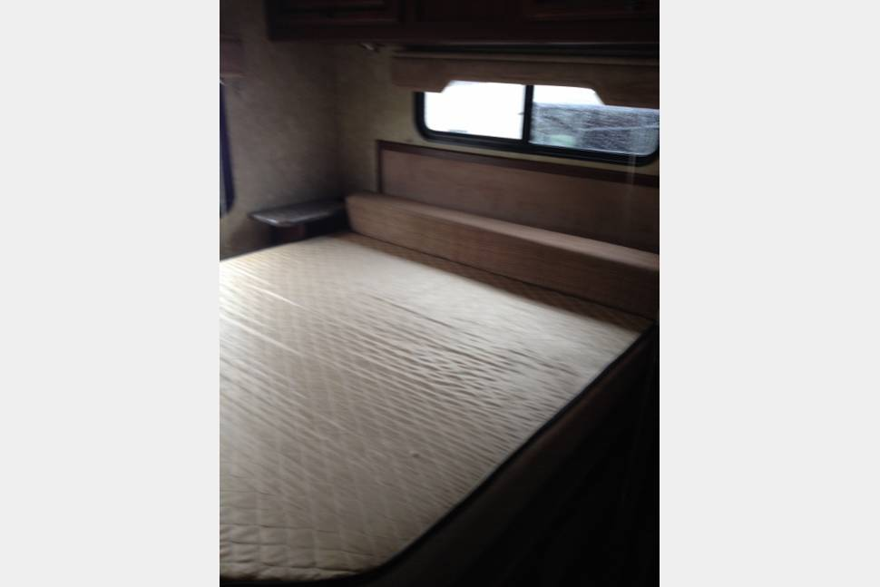 2014 Fleetwood Jamboree Sport - Newer class c, cheapest rate, sleeps 8, pet friendly