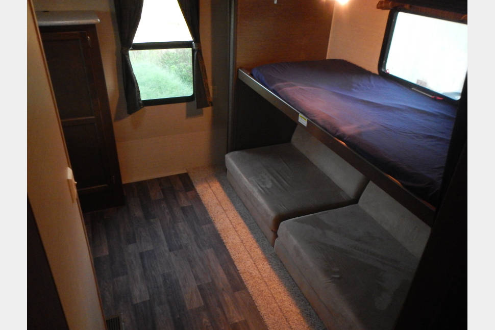 2015 Keystone Bullet 308BHS - Love your next camping trip with this spacious travel trailer!