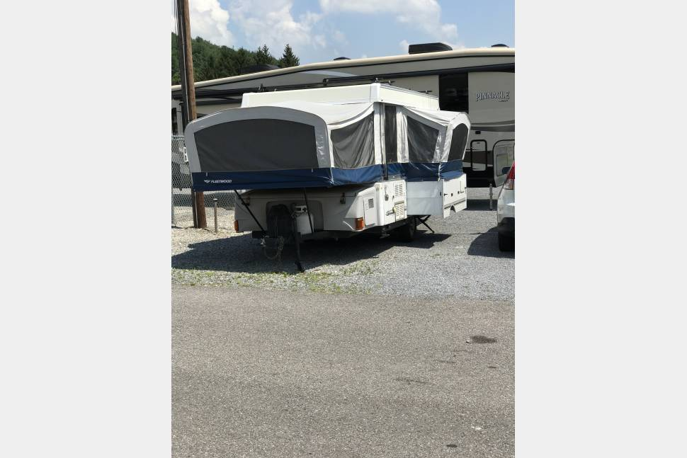 2008 Fleetword Bayside - 2008 Fleetwood Bayside pop up camper.  Light and Easy to tow