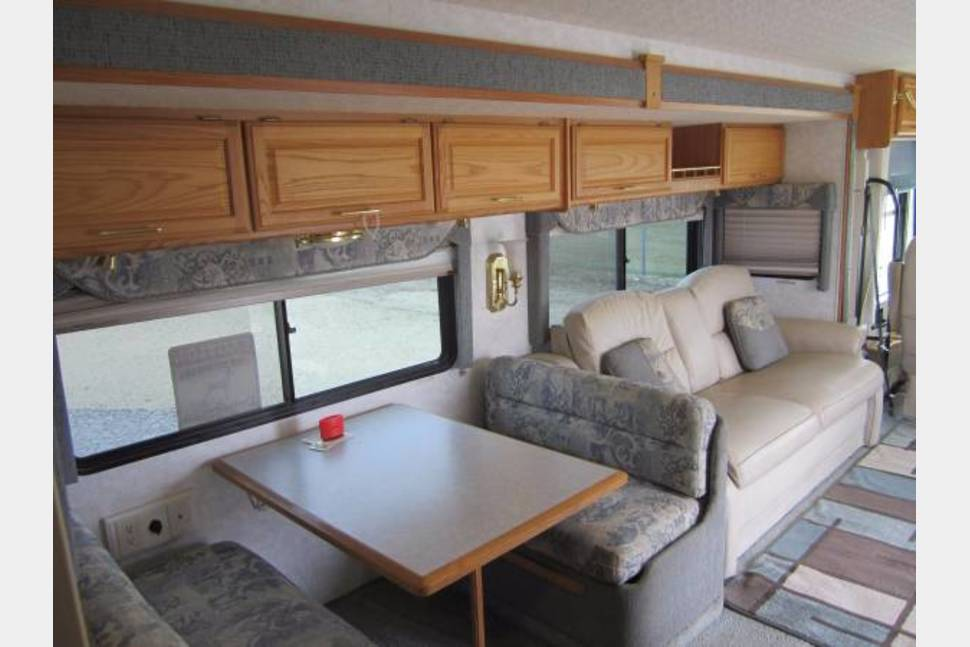 2005 Winnebago Adventurer - Changes In Latitude