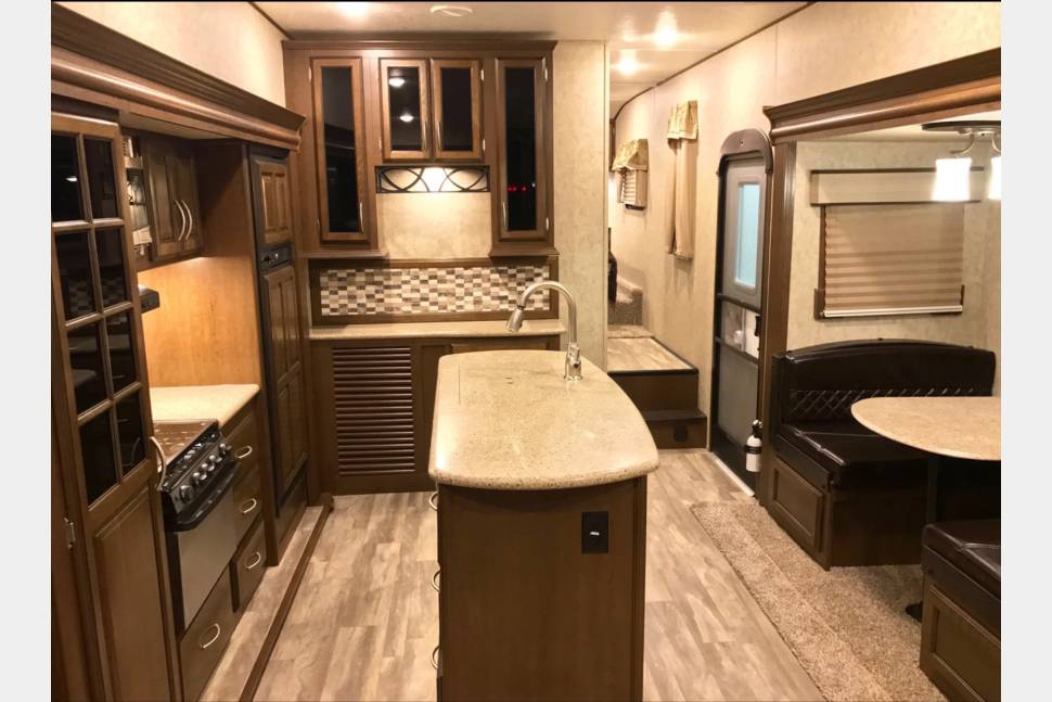 2018 Forest River Crusader - Delivered, setup, and ready for you and your family to enjoy an awesome camping experience!! All you have to do is make reservations and let me know where and what time and we'll do the rest!!