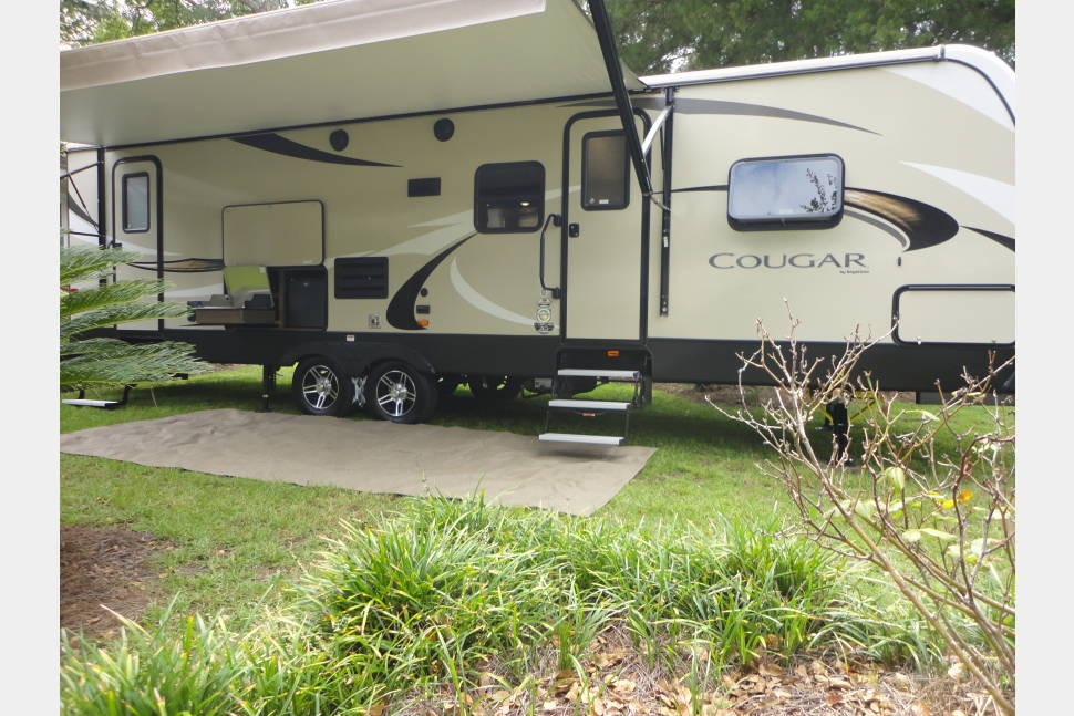 "2018 New 2018 Keystone Cougar Half-Ton Series 29BHS - ""This is the one!"" 2018 Cougar Half-Ton Series 29BHS !!Delivery Service Available!!"