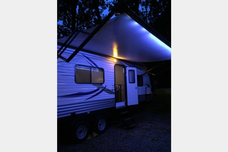 2016 Prowler Lynx - 25 Ft Prowler Lynx Travel Trailer Camper, sleeps 6-8 people. Enjoy all the amenities of home away from home.