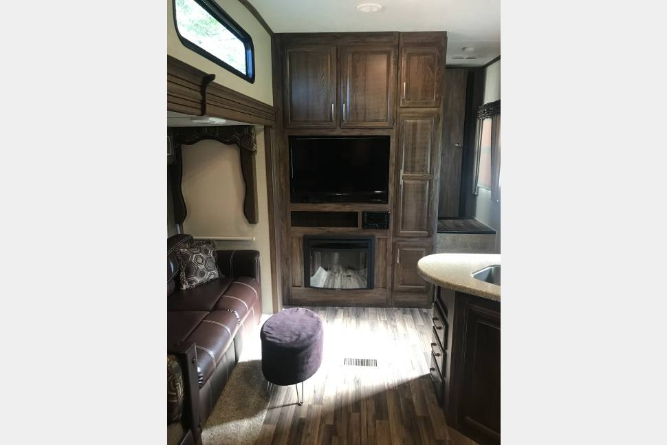 2016 Keystone Cougar - New 37' with bunkhouse for kids