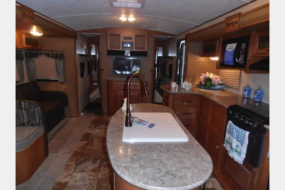 2014 Forest River Surveyor - Beautiful 23ft Forest River w/ 2 Slides! Pictures speak for themselves!
