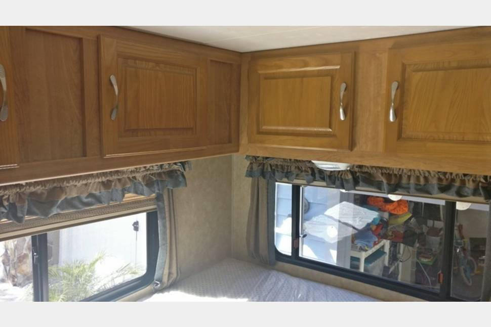 2008 Coachmen Freelander 23 QB * Like New * Available July ! - Coachmen Freelander 23 QB - beautiful home on wheels - Insurance included (!) - only 45000 miles