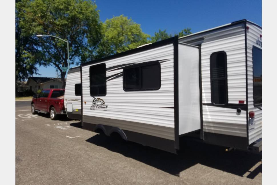 2017 Jayco Jflight - My RV is Perfect for Your Next Getaway!