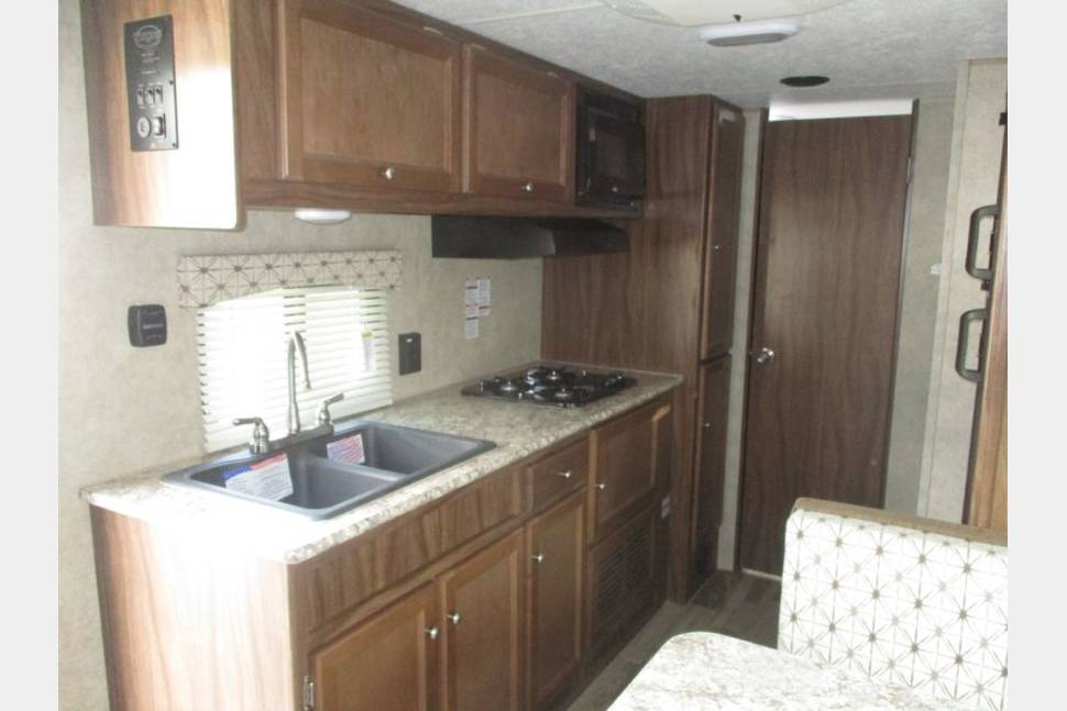 2018 Coachmen Viking 21BH - 21 foot Viking Bunkhouse! Dry weight is 4200 lbs. We can deliver also. See restrictions!!!!