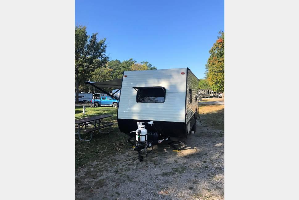 2018 Viking 17RD - 2018 Viking, Easy Tow, Low Deposit, Sleep up to 4