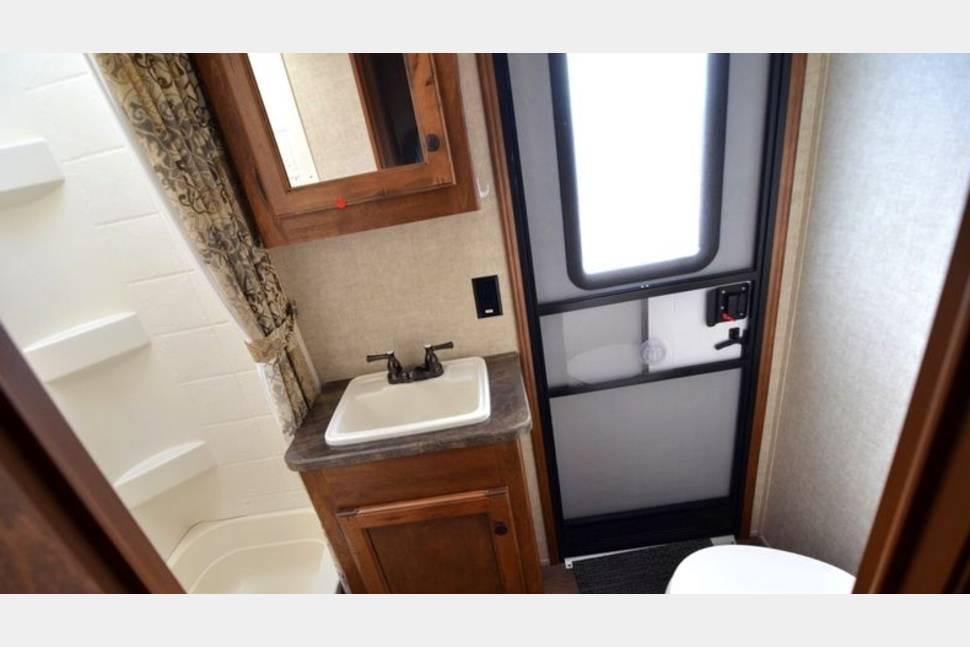 2013 Keystone/Sprinter - 4 Bunks, 3 sinks, 2 queens, and indoor AND outdoor kitchens!