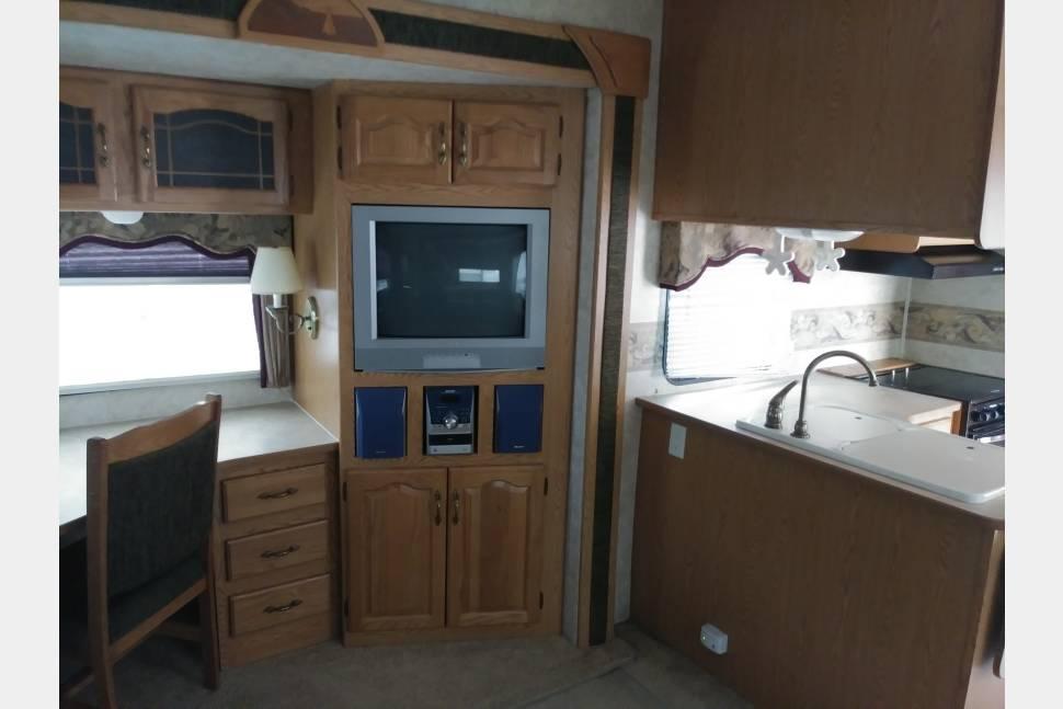 2006 Keystone Montana Mountaineer 328 RLS - La Casita