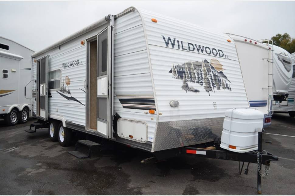 2008 Forest River Wildwood Le - Ready for Your Next Getaway Weekend!