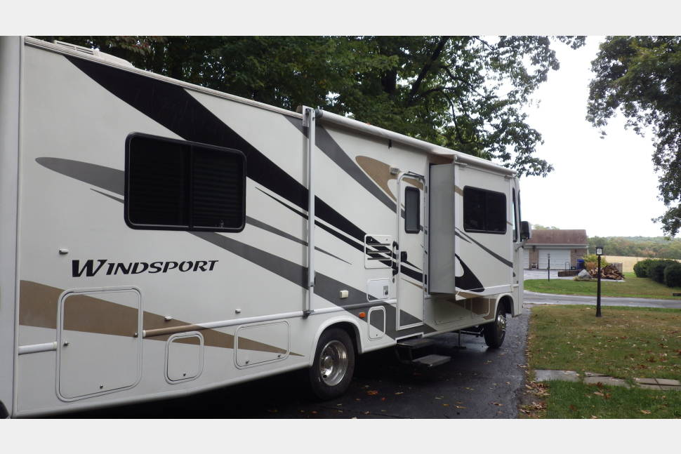 2007 Four Winds Windsport - 2007 Windsport - Drive in comfort wherever the road leads you in our cabin on wheels!