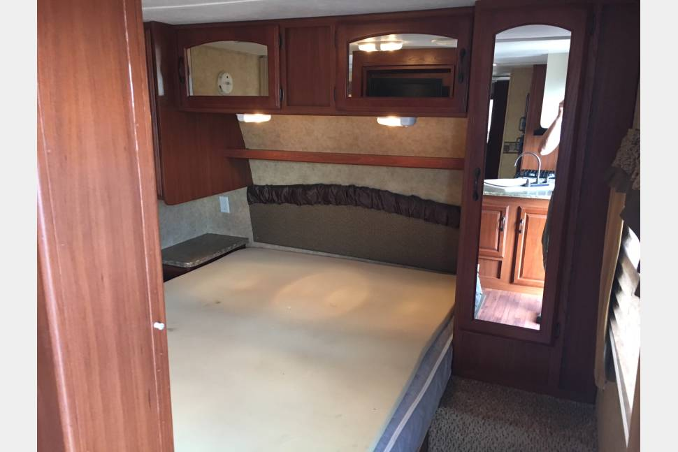 2011 Keystone Outback 312BH - Everything including the kitchen sink on this travel trailer