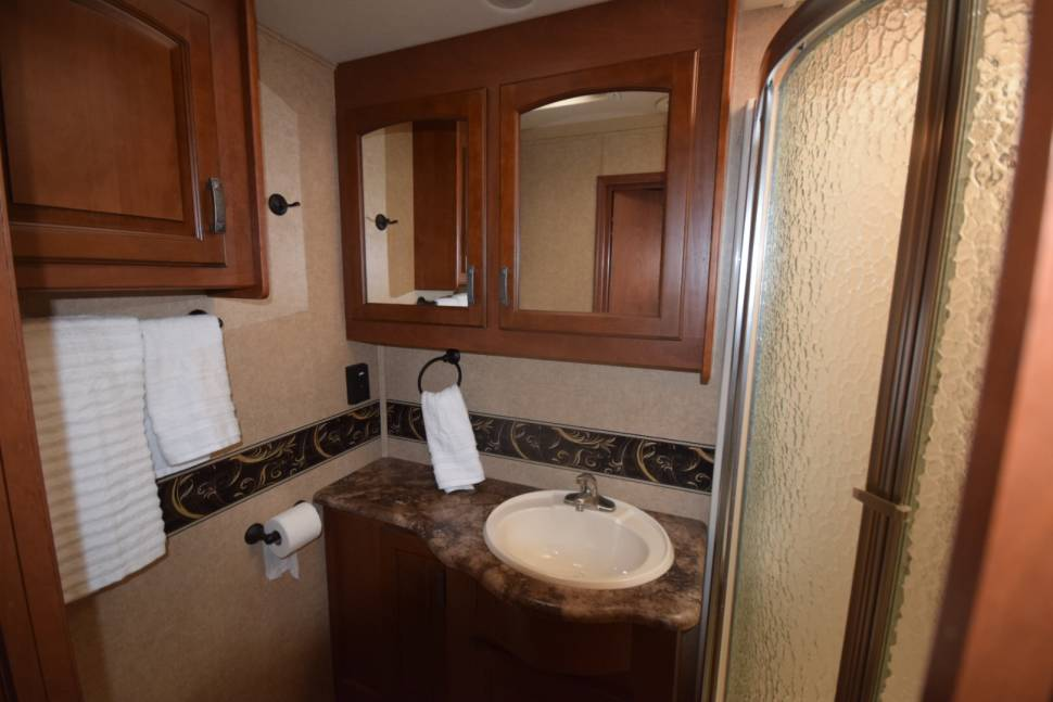 2014 Jayco Seneca 37fs - Affordable luxury C class motor home! Dog friendly and sleeps 8 with bunk beds.
