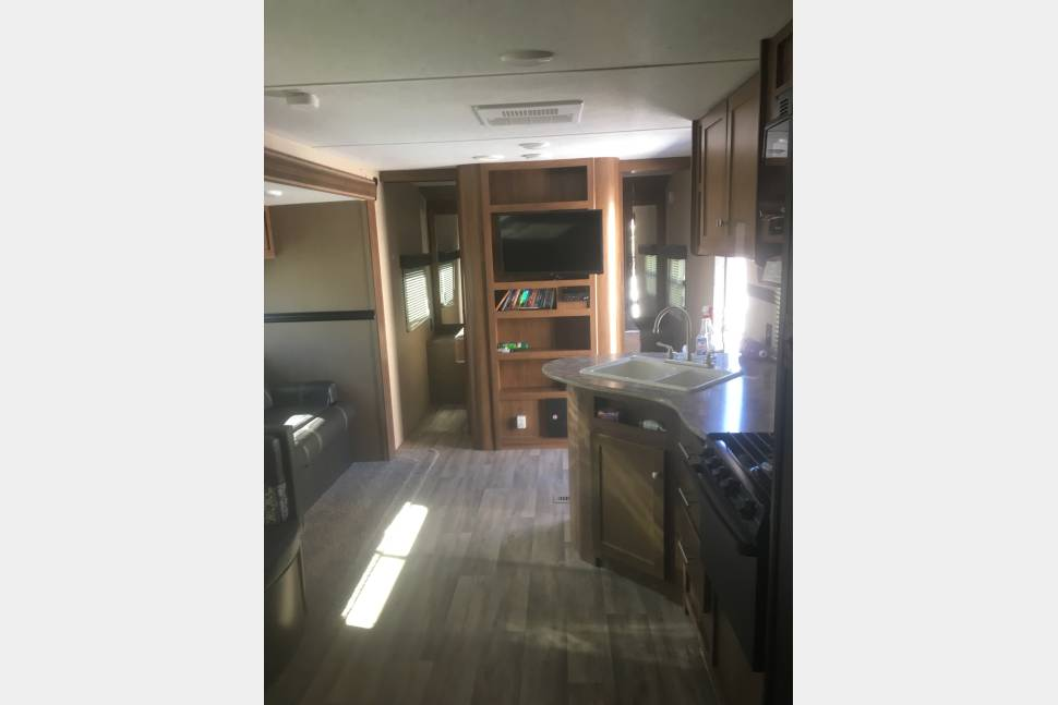 2016 Aspen Trail 28bhs - Home on wheels