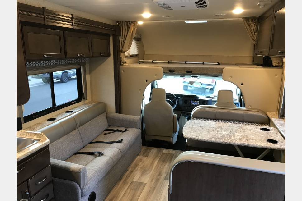 2017 Thor Freedom Elite - My RV is Perfect for Your Next Getaway!