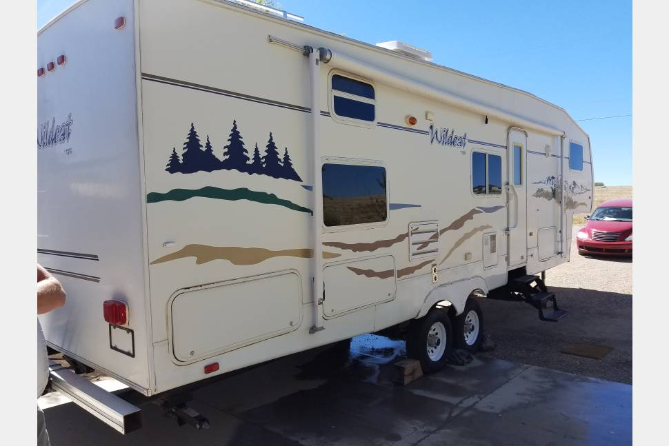 2005 Forest River/Wildcat - Robinson Roadhouse ready for your next hunt or vacation up in the cool country!